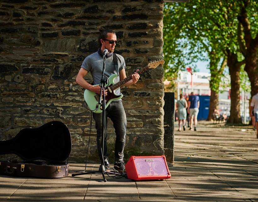 搬运工:在街边演出的吉他音箱 CUBE Street II