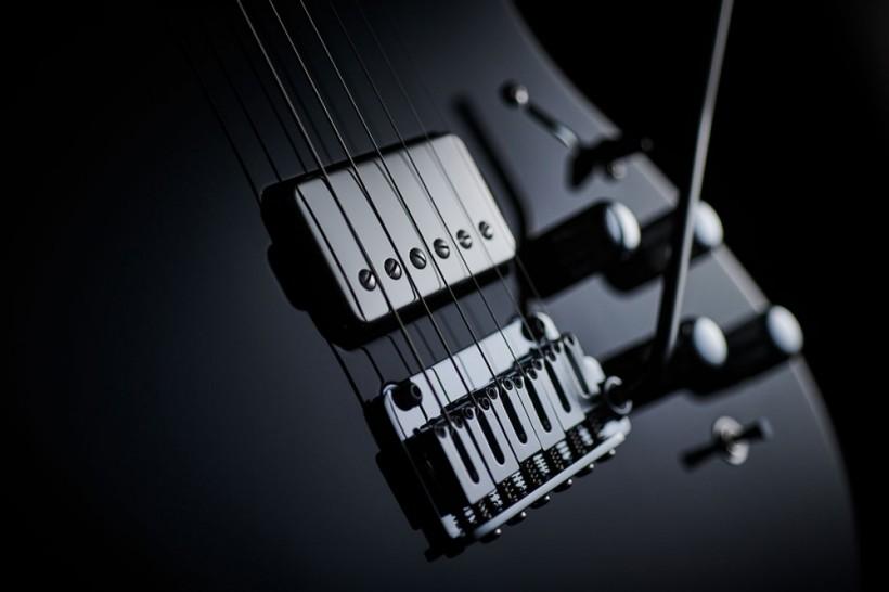 搬运工:Boss 内建合成器 电吉他 EURUS GS-1