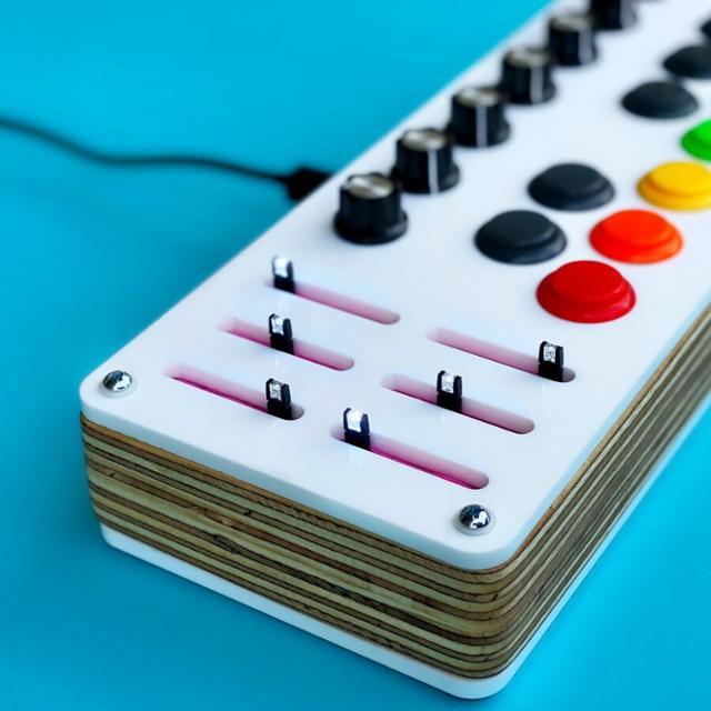 搬运工:超吸睛的 MIDI 控制器 Paradise 给你点颜色瞧瞧